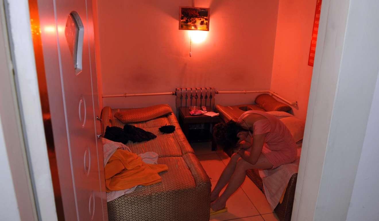 """Ôm mộngvào showbiz, 7 cô gái bị bán vào """"động massage"""" - 1"""
