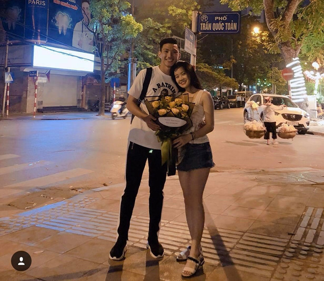 Cao 1,56m, bạn gái Đoàn Văn Hậu sở hữu gu thời trang ấn tượng - 1