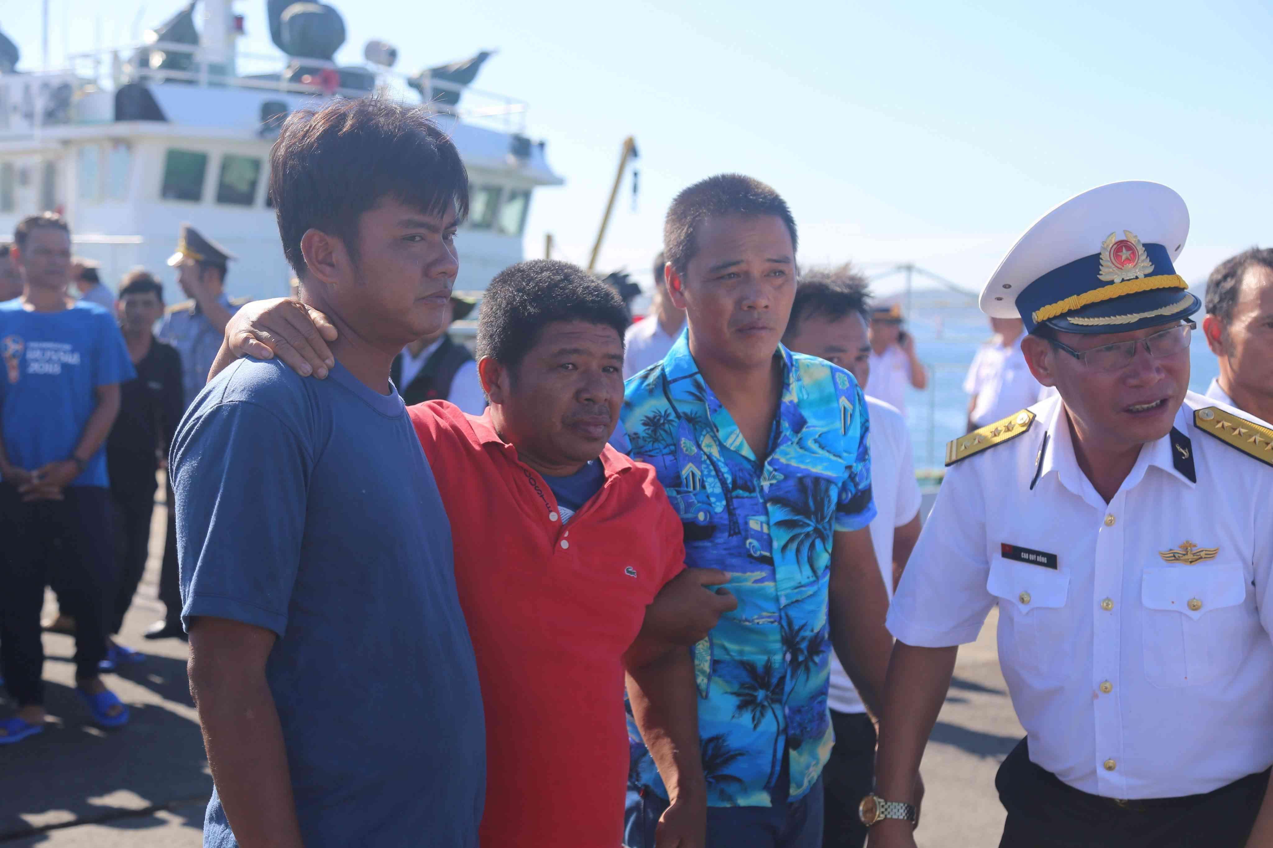 Lật tàu câu mực tại Trường Sa: Cứu được 41 ngư dân, 3 người vẫn mất tích - 1
