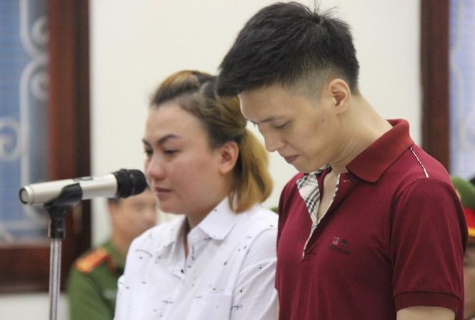Bé 10 tuổi bị đánh gãy 5 xương sườn: Cha, mẹ kế bị tuyên hơn 11 năm tù - 1