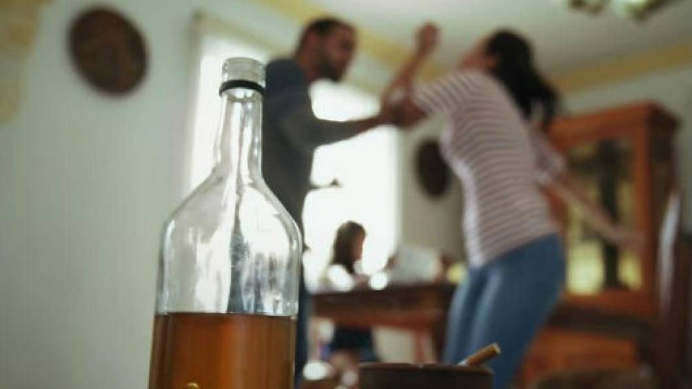 Chồng đâm vợ trọng thương rồi tự tử chỉ vì bị nhắc chuyện say xỉn - 1