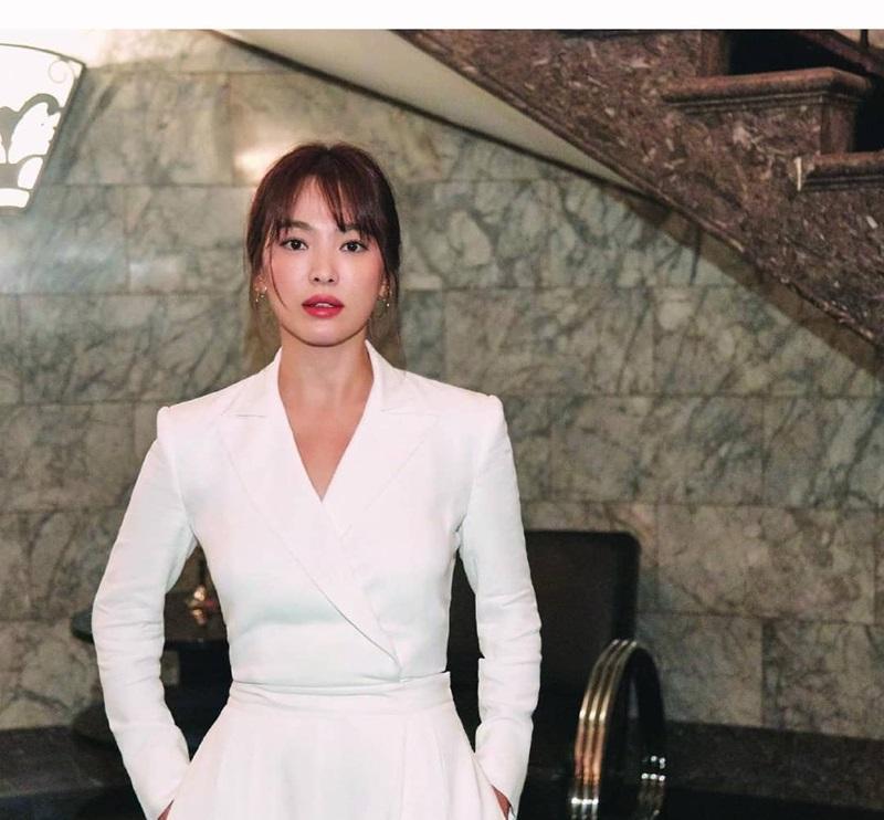 Tips để trang điểm sương khói đẹp như Song Hye Kyo - 1