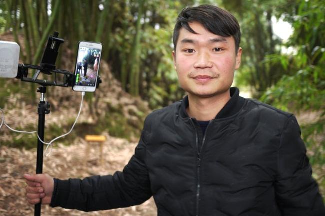 Tại Trung Quốc, nam thanh niên Liu Jinyin, 26 tuổi, sống ở Tứ Xuyên, Trung Quốc đã trở thành người nổi tiếng thông qua livestream.