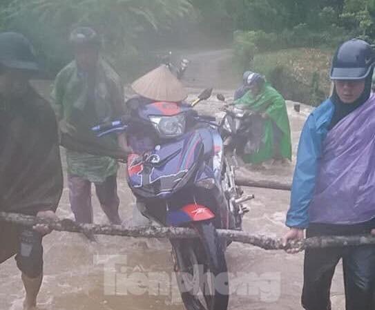 Giông lốc chưa từng thấy ở Lạng Sơn, ngập lụt nghiêm trọng nhiều nơi - 1