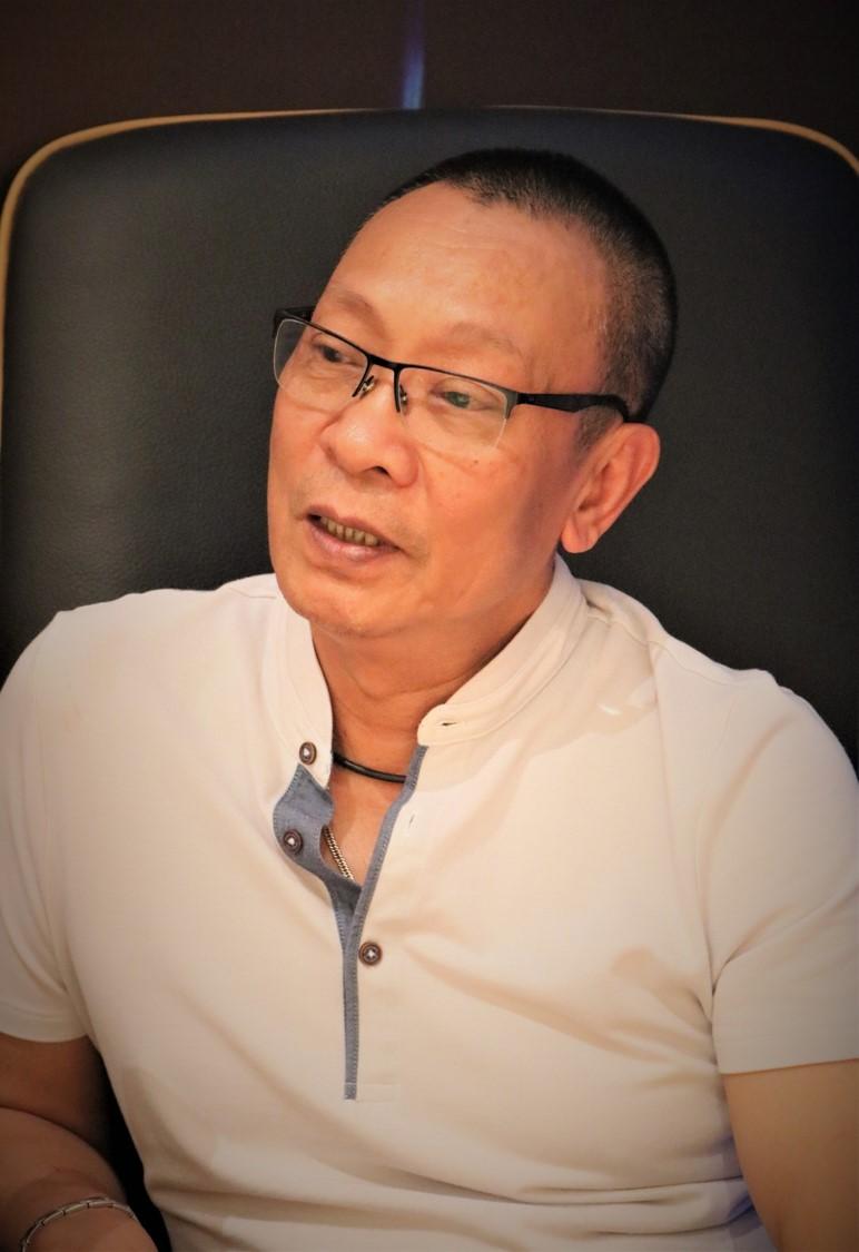 MC Lại Văn Sâm chia sẻ về người vợ kín tiếng và thông tin có biệt thự dát vàng - 1
