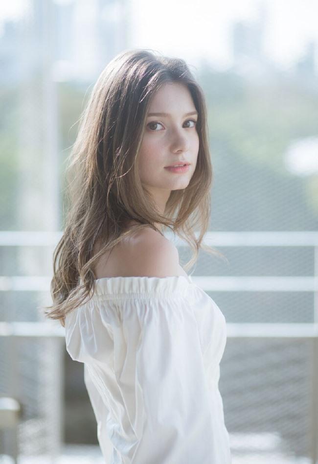 Nhan sắc siêu thực và thân hình hoàn hảo của Anastasia Cebulska khiến một số người ngỡ ngàng không tin là thật.