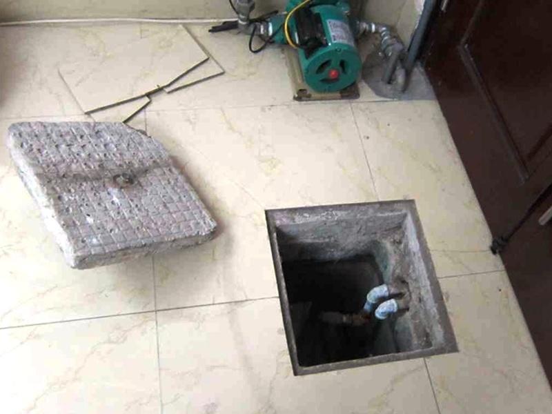 3 công nhân chết ngạt sau khi xuống thau dọn bể nước ngầm trong khách sạn - 1