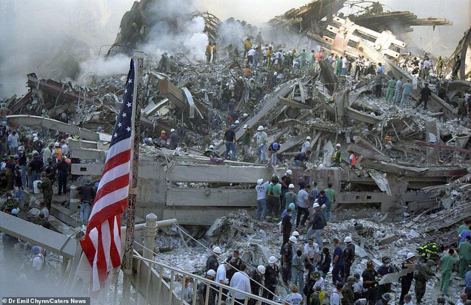 Sốc: Ảnh chưa từng tiết lộ về hiện trường kinh hoàng vụ khủng bố 11/9 - 1