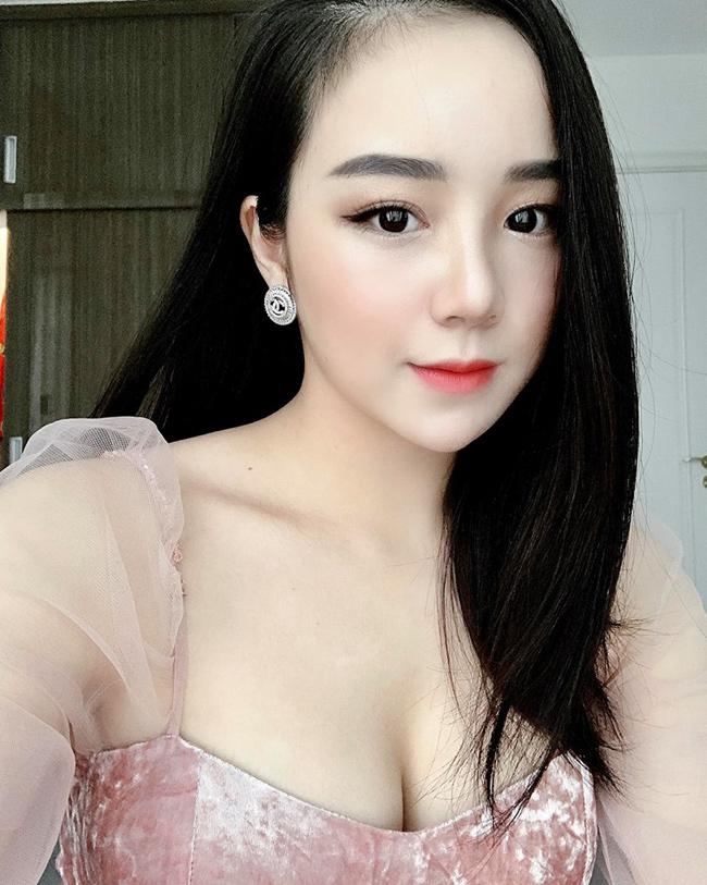 Thủy Tiên đã tốt nghiệp trung học phổ thông và hiện tại đang theo đuổi sự nghiệp ca hát.