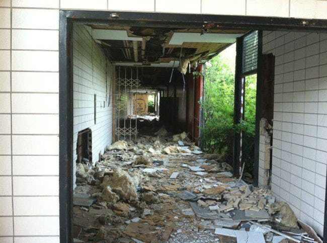 Lạnh gáy vì những ngôi trường bị bỏ hoang đáng sợ nhất nước Mỹ - 1