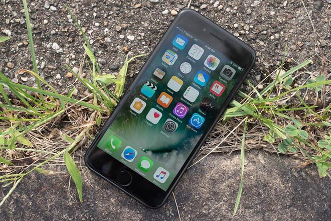 Apple bất ngờ vẫn bán iPhone 7 và 7 Plus qua cửa hàng thanh toán trực tuyến - 1
