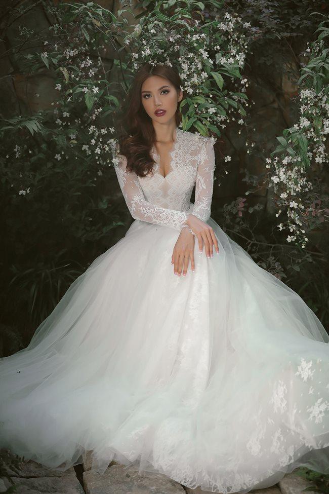 Minh Tú gợi ý váy cưới lộng lẫy tôn đường cong - 1