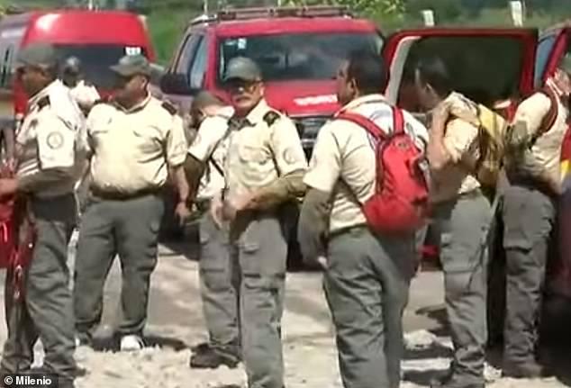Mexico: Thấy mùi nồng nặc, cảnh sát đào xới phát hiện điều ghê rợn trong 75 chiếc túi - 1