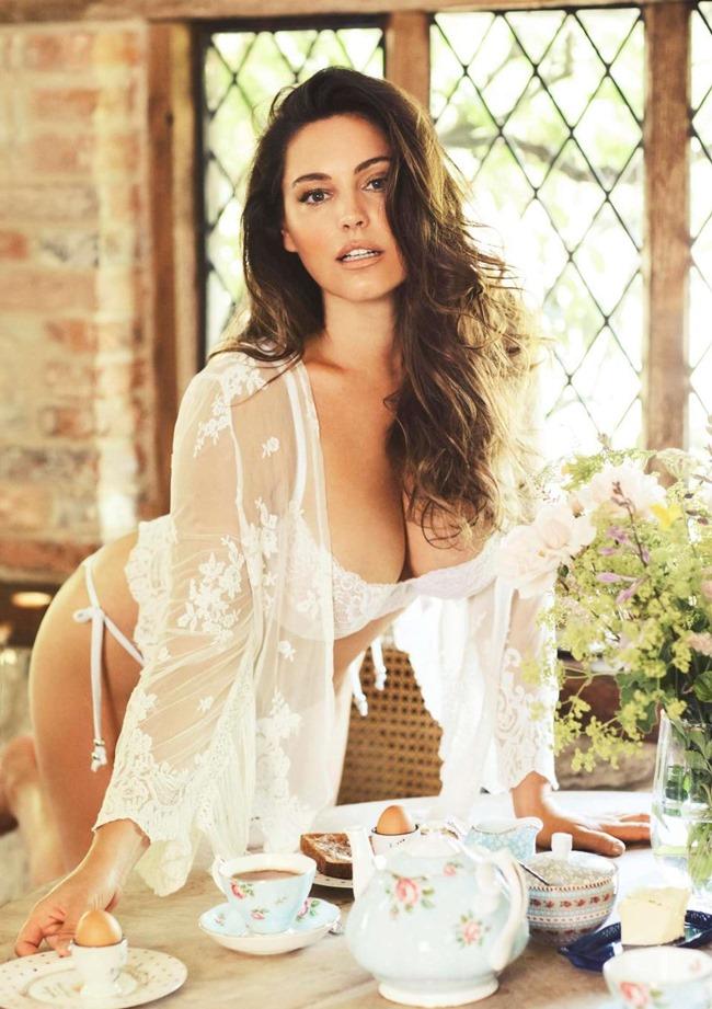 Bikini là trang phục được Kelly Brook thường xuyên mặc mỗi khi chụp ảnh lịch.