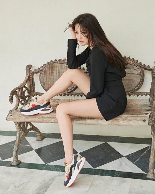 Hậu ly hôn, Song Hye Kyo thêm 1 lần nữa khoe dáng vóc sexy triệt để - 1