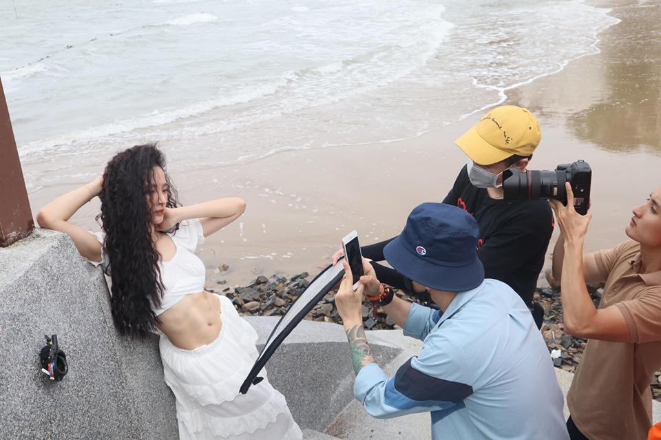 Angela Phương Trinh khoe ảnh chụp bụng múi cơ nổi cuộn đẹp xuất sắc - 1