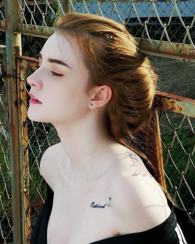 """Một số tấm hình Jessie Vard băng bó vết thương ở mũi và so sánh ảnh qúa khứ - hiện tại, khiến nhiều người các chắc chắn cô đã can thiệp """"dao kéo""""."""