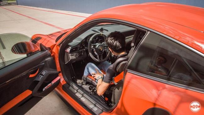 Chiếc McLaren 720S của Cường Đô la là chiếc thứ 5 về Việt Nam, có lớp sơn màu cam đầy nổi bật ở ngoại thất.