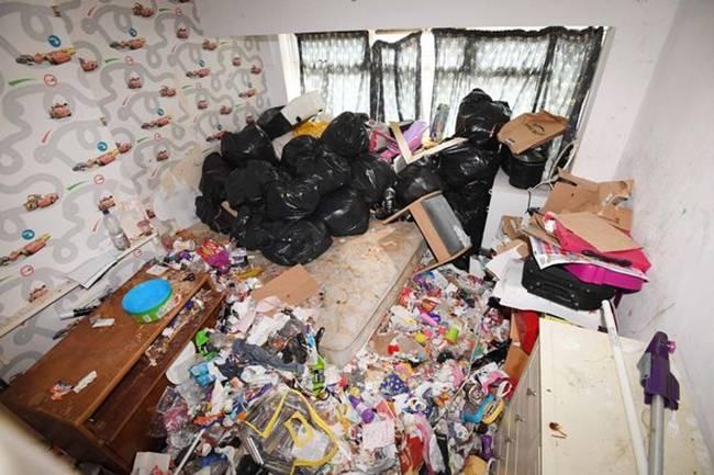 Người thuê cùng các con đã ở trong 5 năm nhưng ít tháng gần đây anh Shahin Miah không được vào nhà của mình.