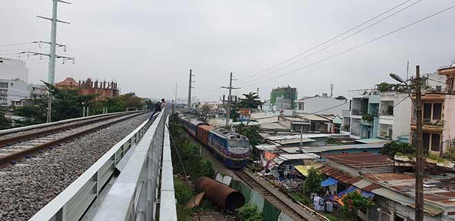 Chuyến tàu cuối cùng chạy trên cầu đường sắt gần 120 tuổi ở Sài Gòn - 1