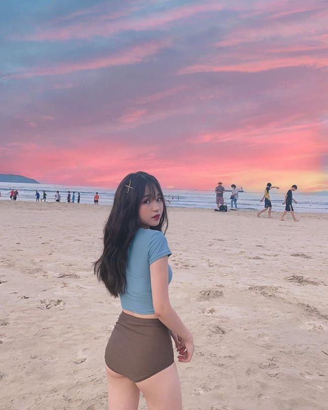 Nguyễn Thanh Thủy chính là gương mặt mới nhất của hội girl xinh được lên báo nước ngoài nhờ nhan sắc dễ thương nổi bật. Cô nàng sinh năm 1998 đến từ Hà Nội và được lên báo Trung Quốc vì quá dễ thương.