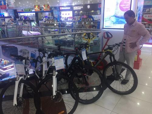 Xe đạp trăm triệu vẫn bán chạy - 1