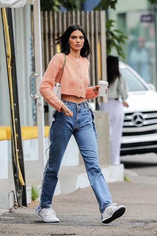 Lỗi mặc quần jeans khiến chị em trông béo và lùn - 1