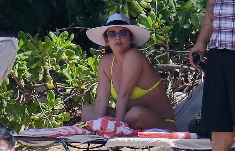 Sự thật ngã ngửa sau thân hình bốc lửa bên bể bơi của Britney Spears