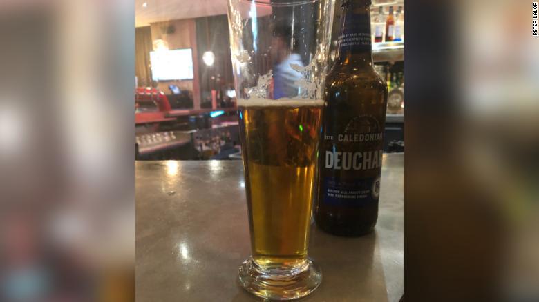 Chỉ gọi cốc bia, người đàn ông tá hỏa nhận hóa đơn hơn 1,5 tỷ - 1