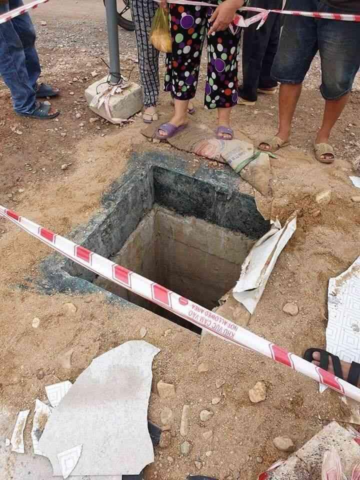 Bé 4 tuổi rơi xuống miệng cống công trình, bị nước cuốn trôi hơn 100 mét - 1