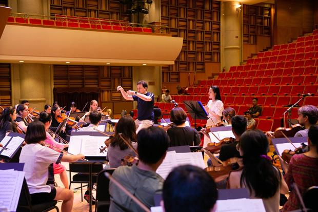 Miệt mài tập luyện cho live concert đầu đời, Phạm Thùy Dung hồi hộp chờ ngày tỏa sáng - 1