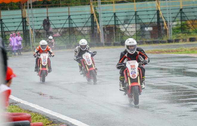 Vòng 4 giải đua xe Mô tô Việt Nam: Kịch tính dưới trời mưa - 1