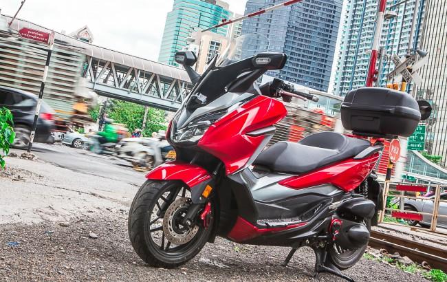 """2019 Honda Forza 300 đang trở thành """"nhân vật"""" sáng giá trong làng xe tay ga phân khối lớn trên thế giới hiện nay."""