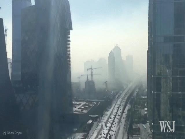 Hà Nội ô nhiễm không khí hàng đầu thế giới: Nhìn sang thành quả bất ngờ của TQ