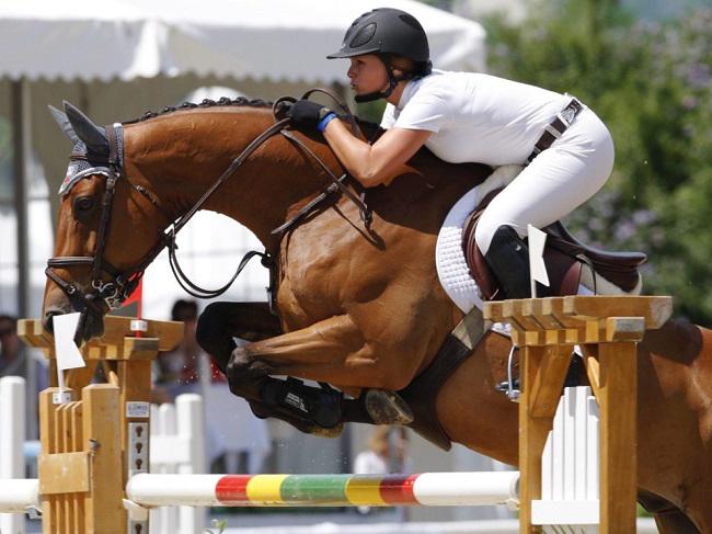 Cô con gái của nhà tỷ phú Michael Bloomberg là Georgina Bloomberg cũng yêu thích bộ môn đua ngựa. Để chạy theo đam mê, cô đã mua 13 con ngựa.