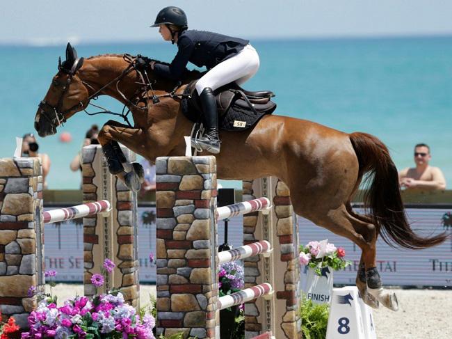 Con gái út của nhà đồng sáng lập Apple Steve Jobs cũng rất thích đua ngựa. Eve Jobs được mẹ mua cho 1 trang trạitrị giá 15 triệu USD. Năm 2016, Eve Jobs đã sắm cho mình một chú ngựa mang tênChill RZ.