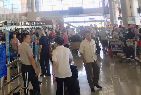 Hai thanh niên xô xát trong nhà ga hành khách quốc tế Nội Bài - 1