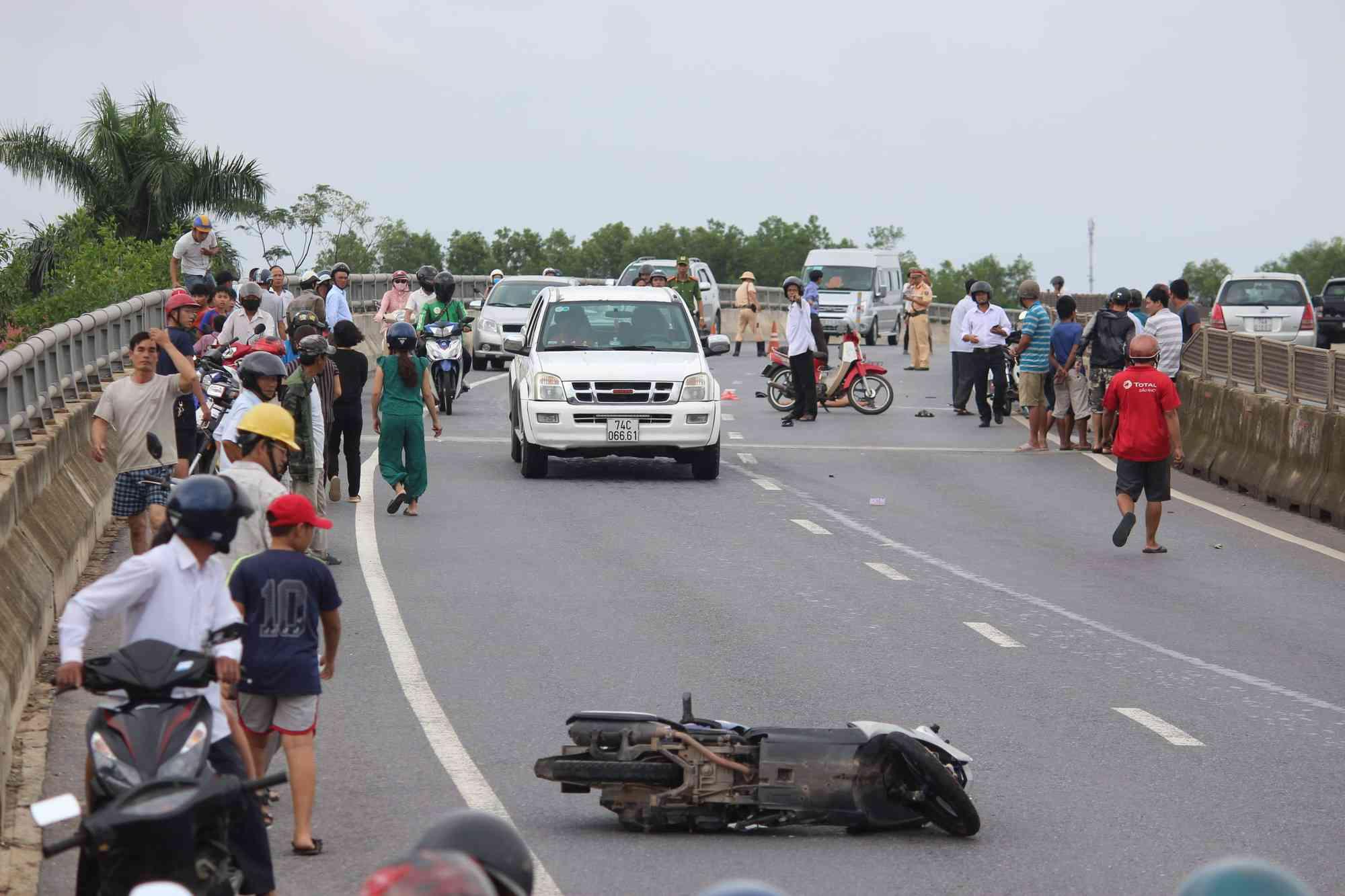 Hai vụ tai nạn xảy ra cùng một giờ khiến 2 người chết, 1 người bị thương - 1