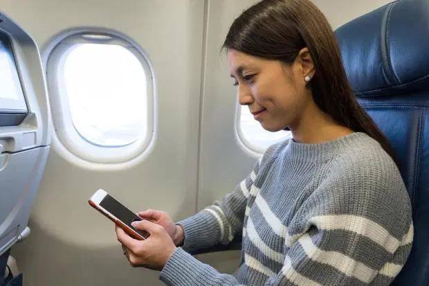 Vì sao cửa sổ máy bay nhất định phải là hình bầu dục? - 1