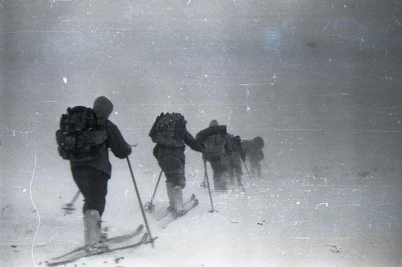 """Nga: 9 người leo núi bị sinh vật khổng lồ """"như người tuyết Yeti"""" giết chết? - 1"""