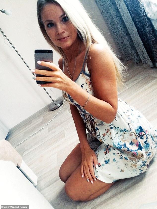 Cô gái Nga chết ngay lập tức khi làm rơi điện thoại xuống bồn tắm - 1