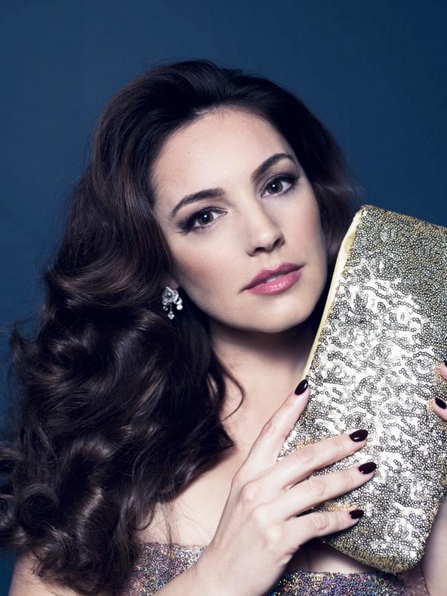 Cô sinh năm 1979, là một diễn viên kiêm ca sĩ, người mẫu nổi tiếng ở Anh.
