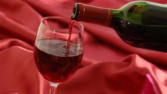 """Rượu vang là """"thần dược"""" số 1 cho """"chuyện ấy"""" - 1"""