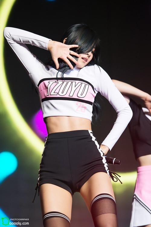 """Bí quyết làm đẹp của 2 mỹ nhân """"em chưa 18"""" của showbiz Hàn - 1"""
