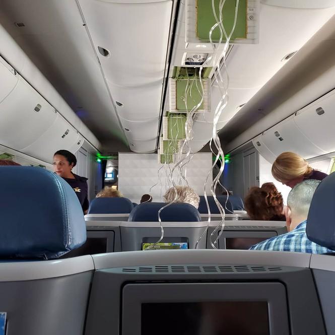 Máy bay đột ngột hạ độ cao, hành khách vội vàng nhắn tin trăng trối - 1