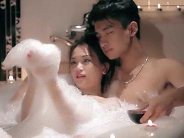 Loạt mỹ nữ gây sốc khi đưa cảnh tắm trần vào MV nhạc