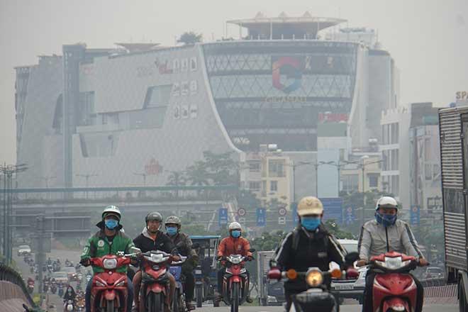 Sương mù bao trùm Sài Gòn ngày cuối tuần, người dân ngỡ như Đà Lạt - 1