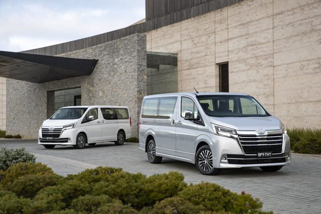 Toyota ra mắt mẫu xe mới có tên Granvia, giá bán từ 43.085 USD - 1
