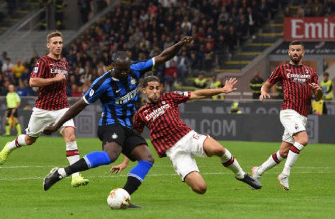 """Video highlight trận AC Milan - Inter Milan: Lukaku rực sáng, VAR """"mở khóa"""" trận derby (Vòng 4 Serie A) - 1"""