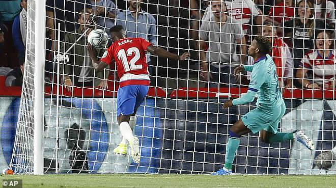 Video highlight trận Granada - Barcelona: Đòn đau tái mặt, ngỡ ngàng lên ngôi đầu (Vòng 5 La Liga) - 1
